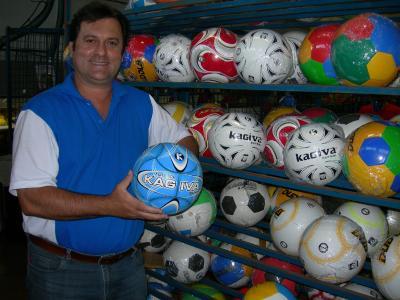 36d8dd449646a Rondon fabrica bolas para o mundo